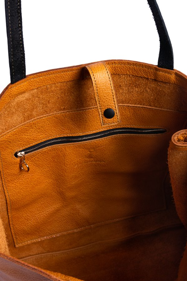 Inside Pocket view with metal zipper and details